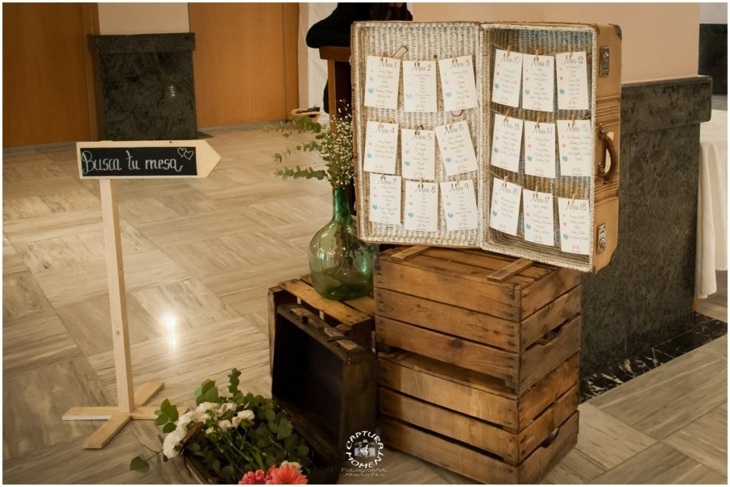 seating plan boda con maleta antigua