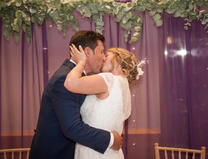 La romántica boda en lila de Juan y Marisa